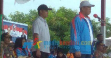 Bupati Ruksamin saat membuka upacara Porseni dalam rangka memperingati Hari Ulang Tahun ke 73 tahun PGRI tingkat Kabupaten Konawe Utar