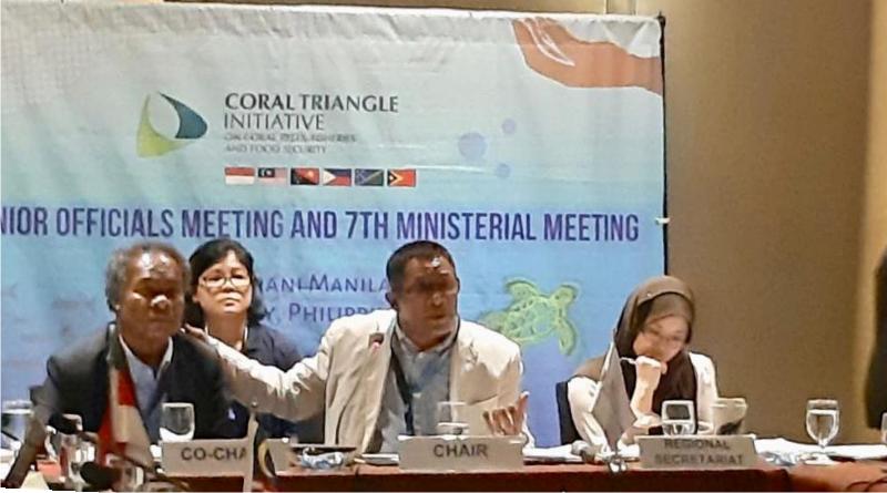 Hugua (tengah) saat menjadi pembicara. Foto: Istimewa