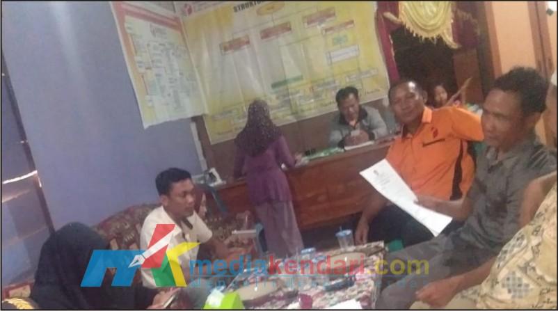 Suasana saat rapat konsolidasi internal Panwaslu Lantari Jaya