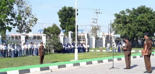 Suasana upacara peringatan Hari anti korupsi sedunia yang di gelar di halaman kantor kejaksaan Negeri Konsel