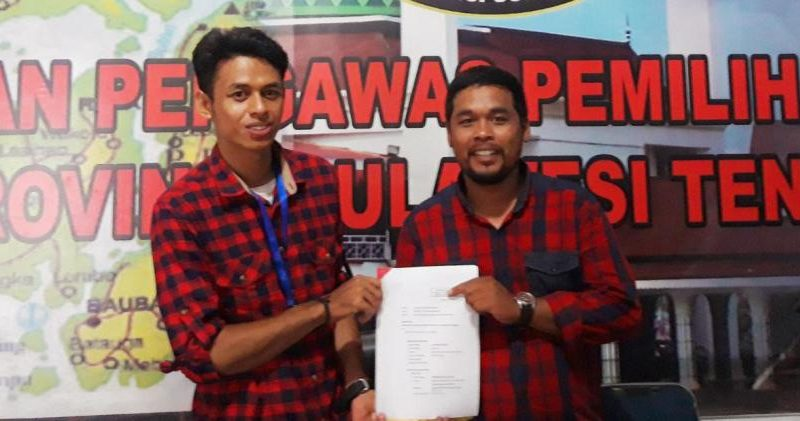 La Rida Sida dan Hipan Syah melaporkan tujuh caleg di Wakatobi yang diduga melanggar adimistrasi. (Foto : ist)