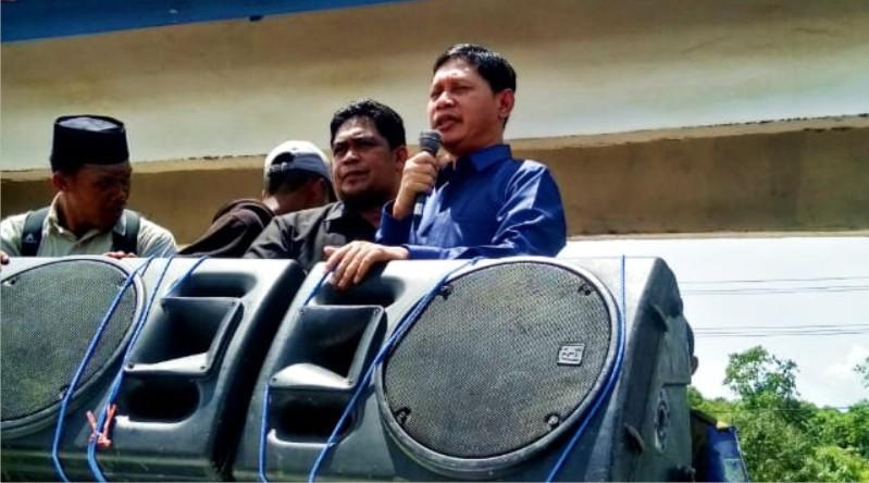 Nampak Ketua DPRD Konkep, Musdar S.Sos Saat Melakukan Dialog Bersama Massa Aksi Demonstrasi (Foto: Ajad Sudrajad Mediakendari.com).
