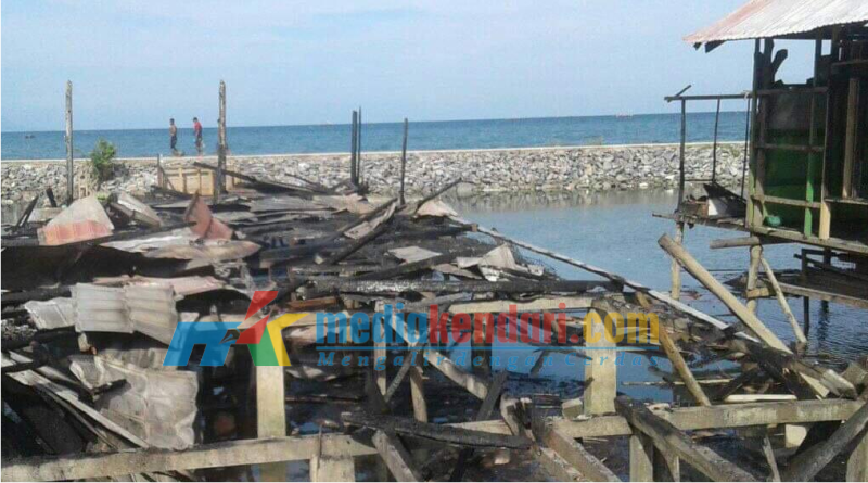 Rumah warga Desa Kampoh Bunga Kecamatan Wawolesea ludes dilalap sijago merah.
