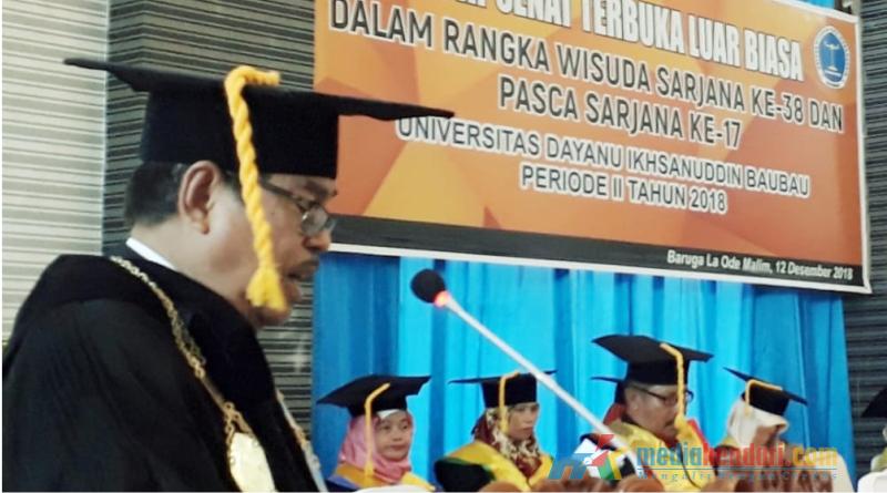 Rektor Unidayan, Ir. H. LM. Sjamsul Qamar saat membawakan sambutan