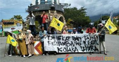 Aksi Demo Di Bundaran Tugu kelapa Lasusua