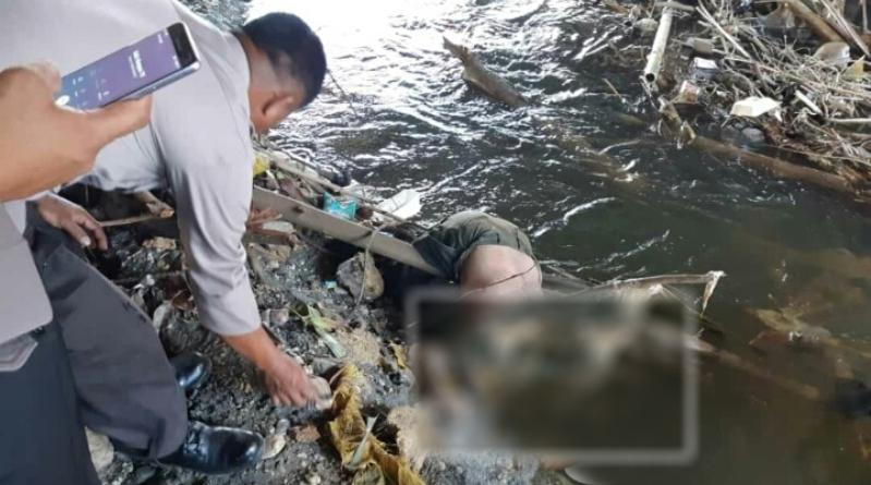 Seorang pria ditemukan meninggal dunia dalam kondisi terapung di bawah Jembatan Baru Sungai Kartini di Jalan Pramuka Kelurahan Lamokato, Kecamatan Kolaka, Kabupaten Kolaka, Senin (10/12/2018) sekitar pukul 09.00 wita. (Foto:Ist)