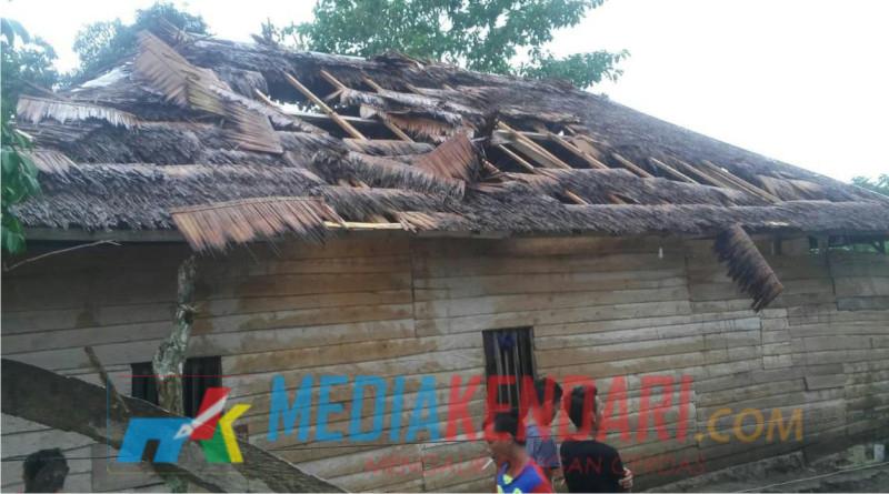 Sebuah rumah warga yang menjadi korban Angin Puting Beliung