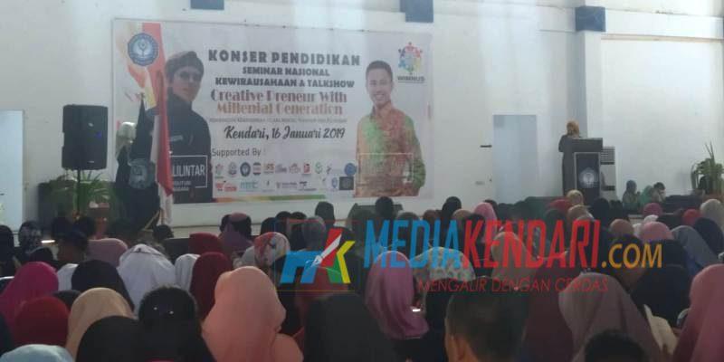 Ratusan peserta seminar dari berbagai perguruan tinggi di Sultra memadati gedung PKM Poltekkes Kemenkes Kendari