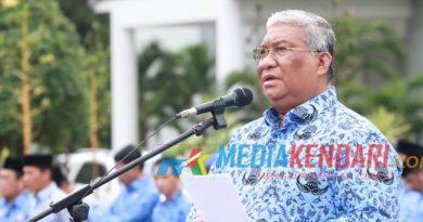 Gubernur Sultra Ali Mazi saar memimpin upacara rutin di Kantor Gubernur Sultra. (Foto : Ewit Dinas Kominfomi Sultra for mediakendari.com)