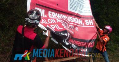Bawaslu melakukan pembongkaran Alat Peraga Kampanye
