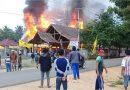 Rumah Mertua Mantan Cabup Koltim Terbakar, Mobil Damkar Dilempari Batu