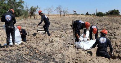 Pekerja Temukan Ratusan Mayat Kuburan Massal Suriah