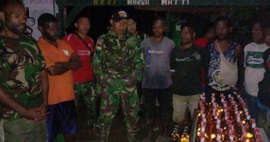 Gagalkan Peredaran Miras Ilegal di Perbatasan RI-PNG, Satgas Yonif 725/Wrg Sita 101 Botol