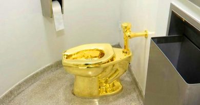 Toilet Emas 18 Karat Dicuri dari Istana Blenheim di Inggris