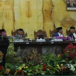 Pelantikan 45 Anggota DPRD Sultra, Gubernur: Memegang Amanat Rakyat dan Mendukung Sesama Anggota