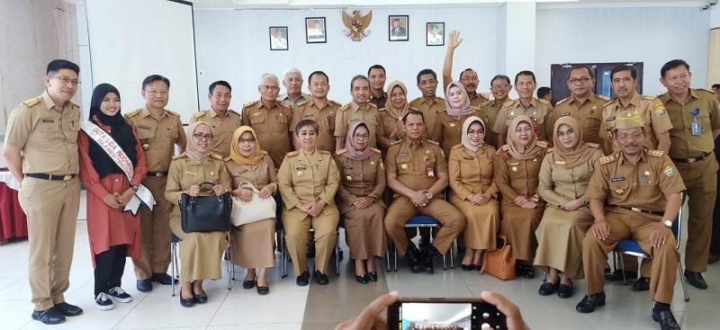 Pj Sekda Sultra, Drs La Ode Ahmad P.B. AP. M.Si bersama sejumlah pejabat lingkup Pemprov Sultra. Ist