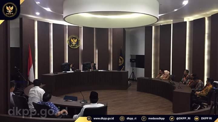 Situasi sidang putusan pemberhentian satu komisioner KPU Konawe Utara oleh Dewan Kehormatan Penyelenggara Pemilu di Jakarta, Rabu 11 Maret 2020 pukul 13.30 Wib. Foto : Istimewa.