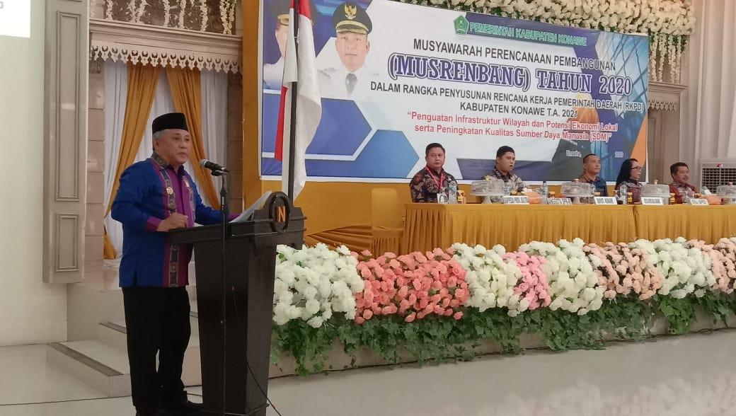 Bupati Konawe, Kery Saiful Konggoasa saat membuka Musyawarah Perencanaan Pembangunan (Musrembang) tahun 2020 di Hotel Grand Nugraha, Kamis 12 Maret 2020.