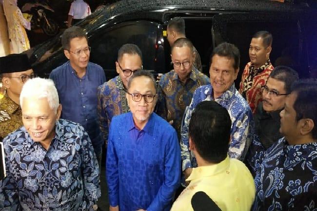 Ketua DPW PAN Sultra, Abdurrahman Shaleh (ketiga dari kiri) saat mendampingi Ketum PAN Zulhas bersilaturahni ke DPP Golkar. Foto: Gatra.com