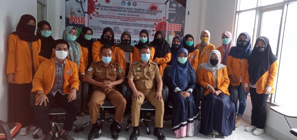 Foto bersama Wakil Bupati Konawe, Gusli Topan Sabara ST.MM, Kadis Kesehatan dr Mawar Taligana, Dosen Pembimbing dan Mahasiswa UHO (Foto : Hasmar Tombili)