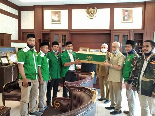 Penyerahan Wipol oleh Wagub Sultra, Lukman Abunawas kepada pengurusan GP Ansor Sultra