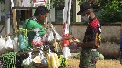 Suasana Penjual Sayur dan TMMD