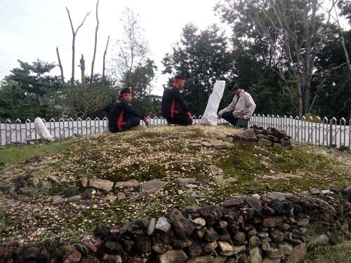 Tiari Ana Wonua No Tolaki Kunjungi Makam leluhur