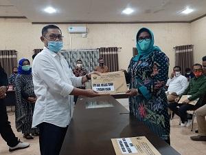 Penyerahan Hasil pemeriksaan Kesehatan bakal pasangan calon Bupati dan Wakil Bupati