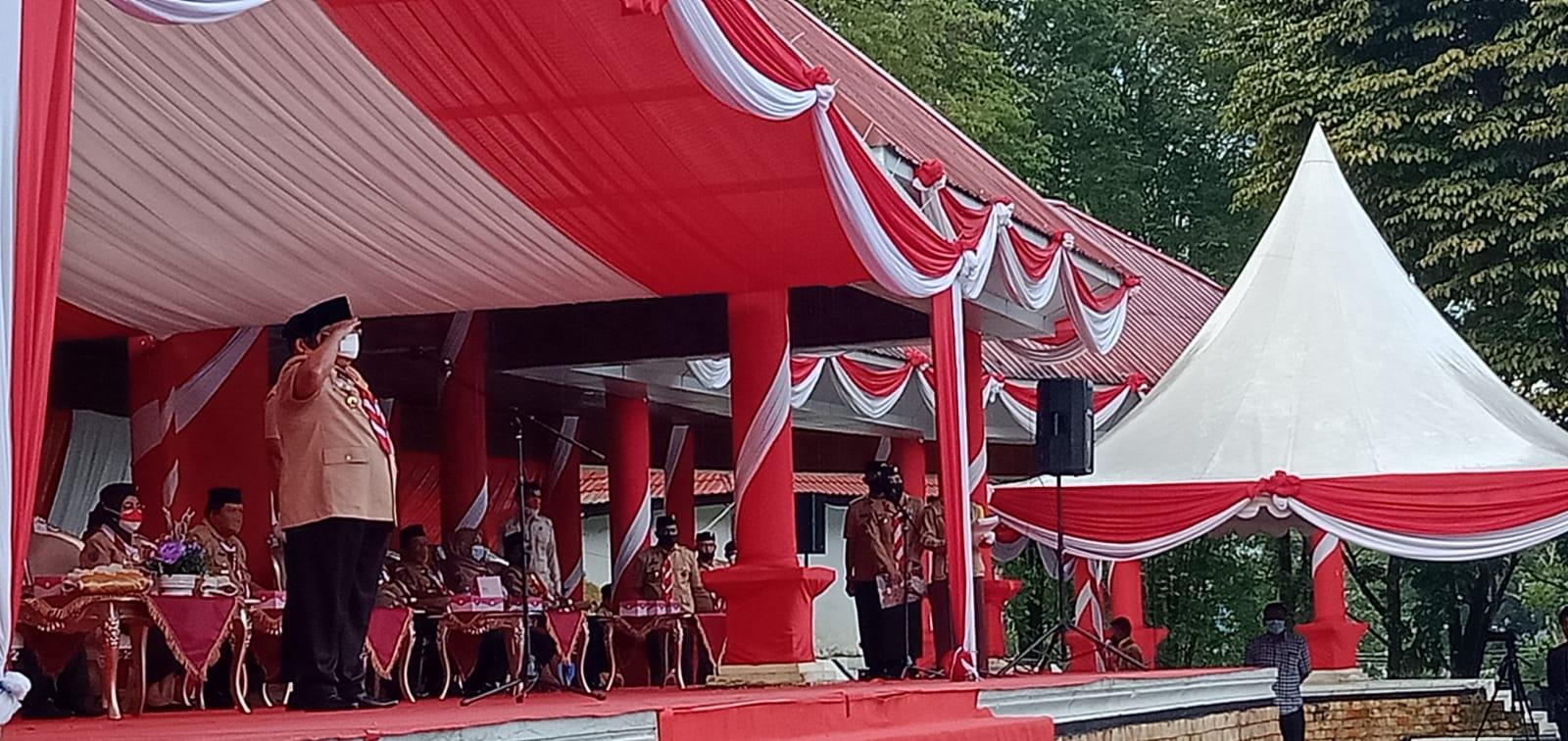 Tampak Gubernur Sultra Ali Mazi, Saat memimpin Apel dalam peringatan Hari Pramuka ke-60 (Foto: Dila Aidzin/Mediakendari.com)